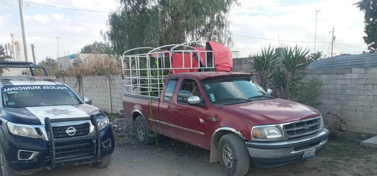 Roban camioneta y tras desvalijarla la abandonan en Tecamachalco