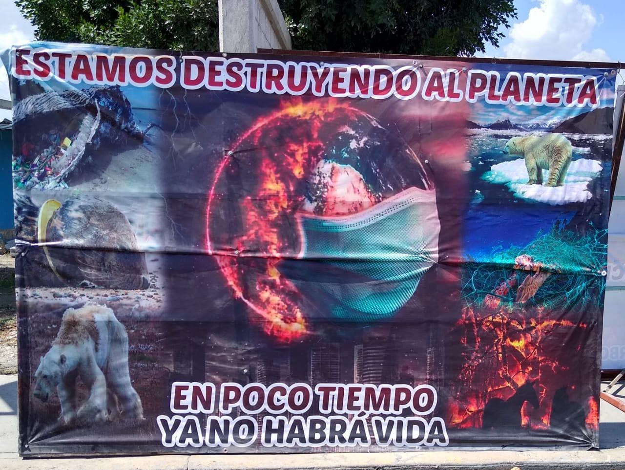 Jóvenes promueven reforestación colocando lonas en Tecamachalco