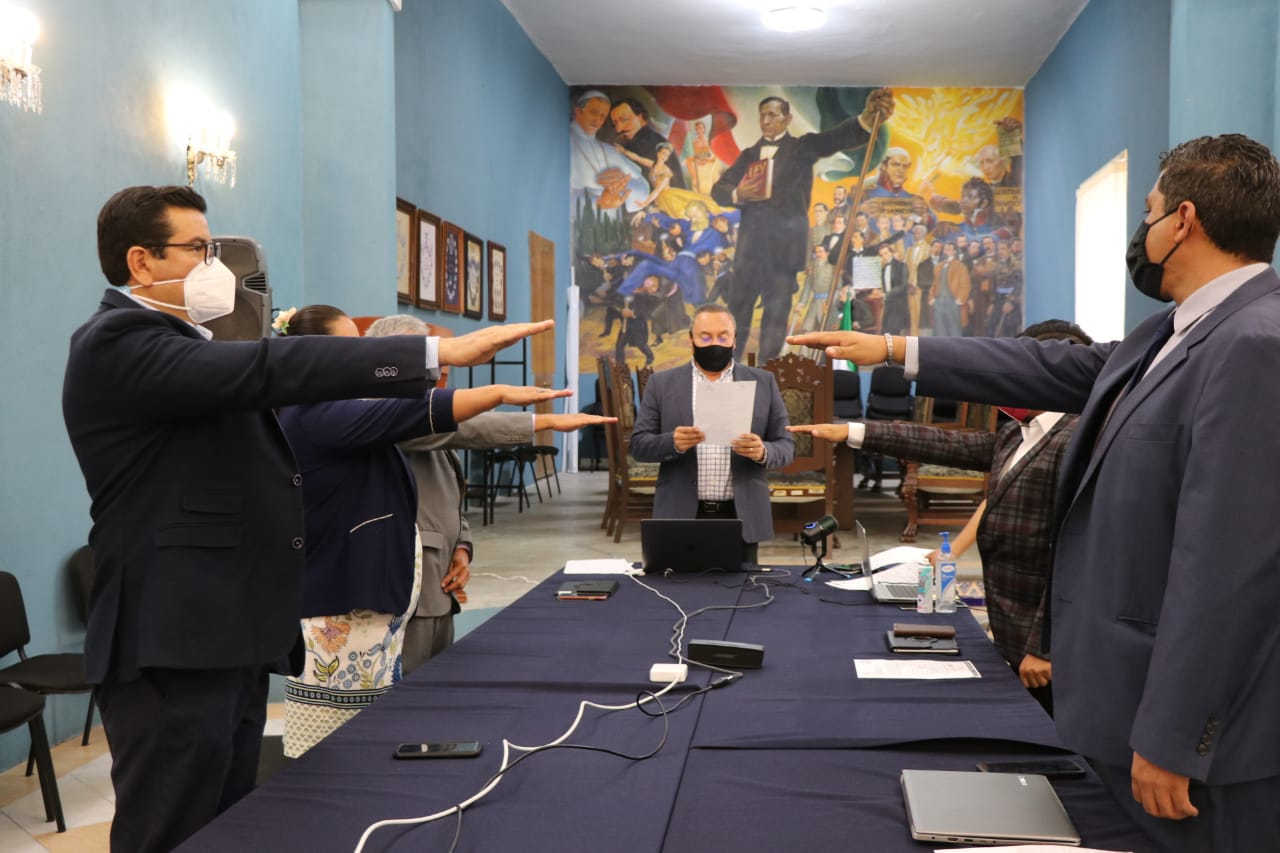 Guillermo Velázquez toma protesta a regidores suplentes del Cabildo de Atlixco