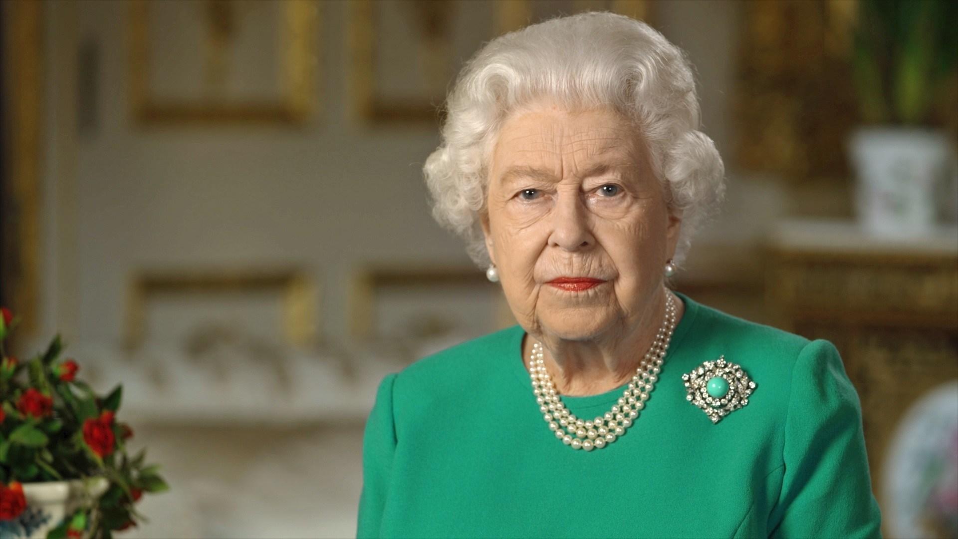 Reina Isabel II dice al pueblo Vendrán mejores días