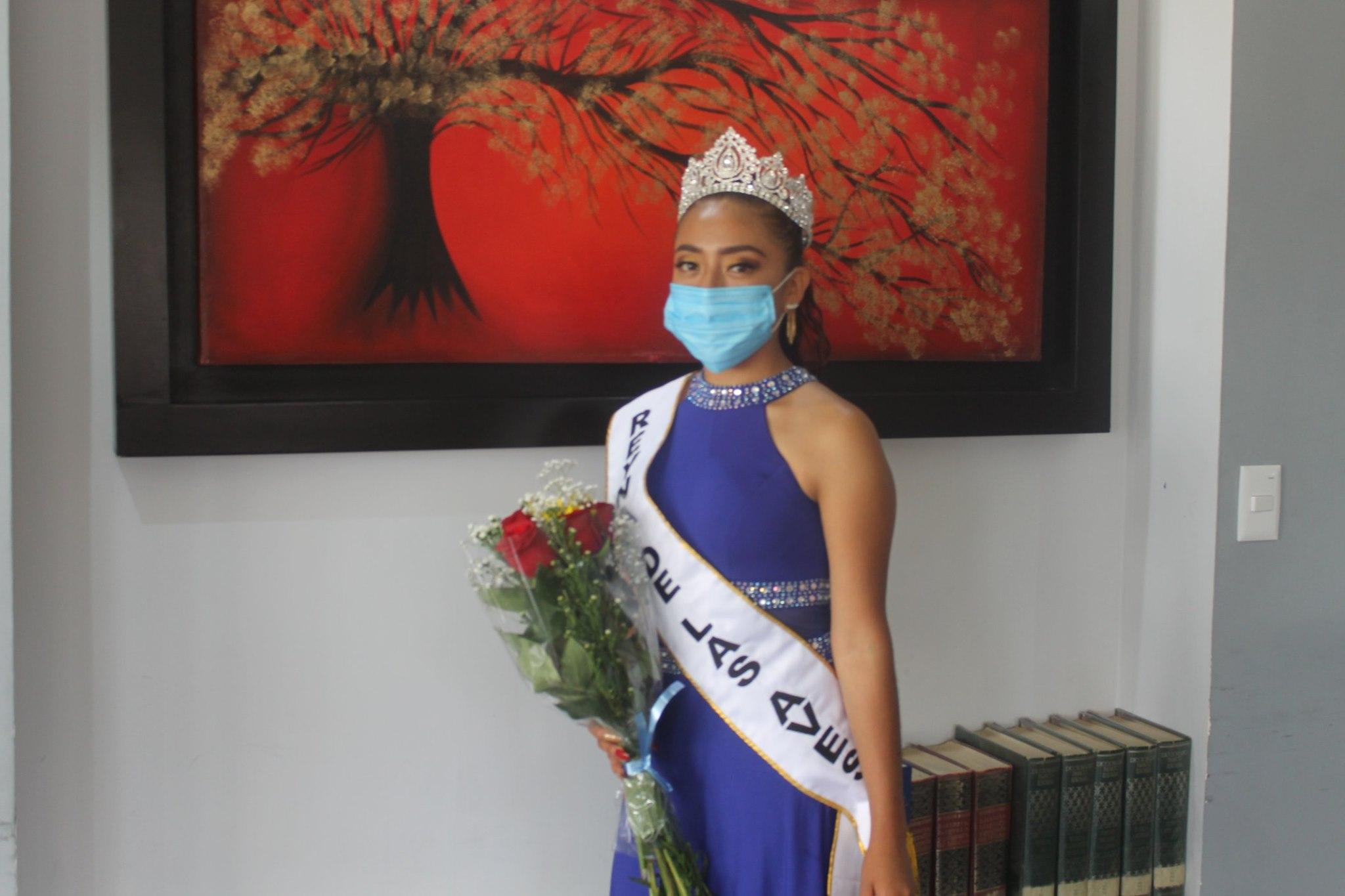 En privado coronan a Reina de los Pájaros en Tlacotepec de Benito Juárez