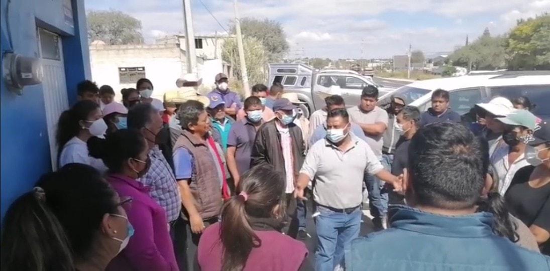 Ahora pobladores de Cacaloapan bloquean relleno de Tepanco