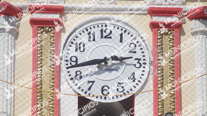 Estrena reloj la Iglesia del Barrio de San Sebastián en Tecamachalco