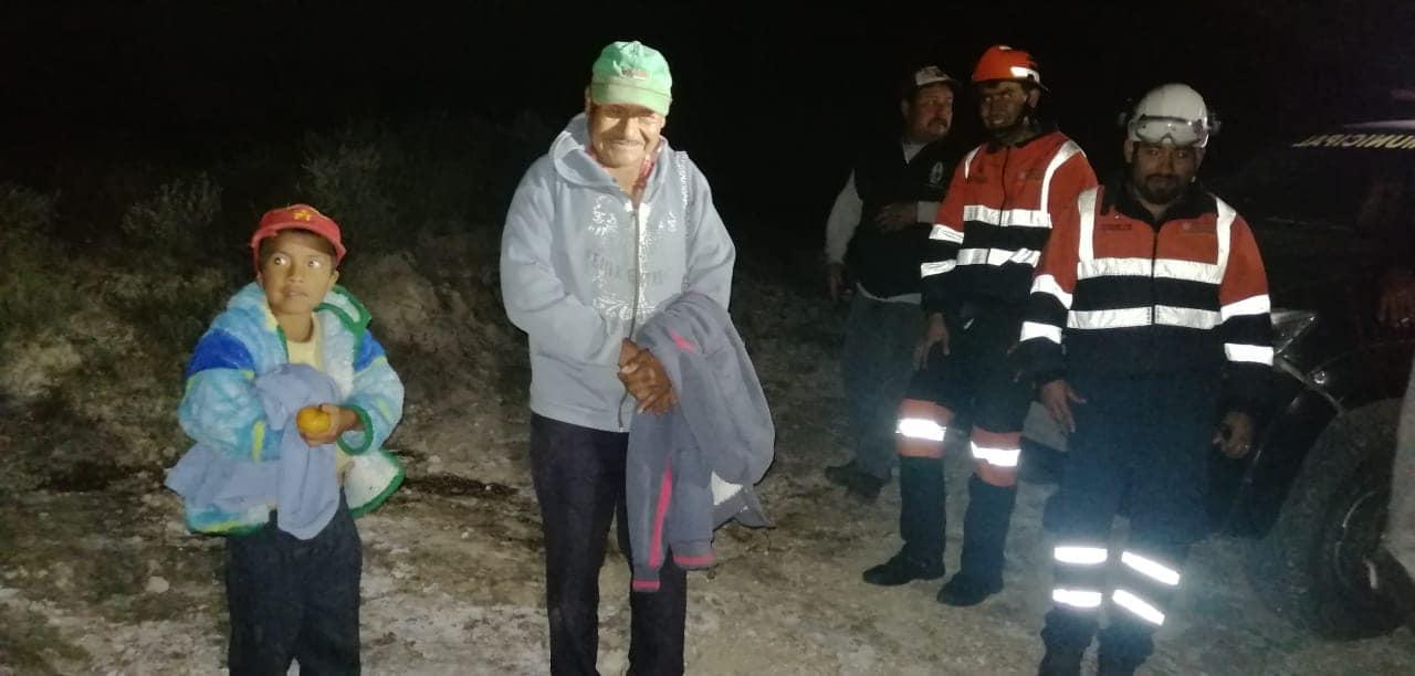 Rescatan de hipotermia a abuelito y niño en Tecamachalco
