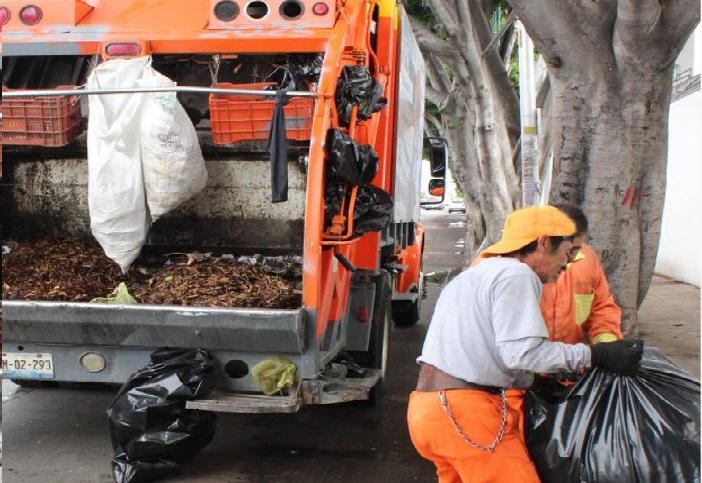 Evita dejar basura en la calle para prevenir inundaciones