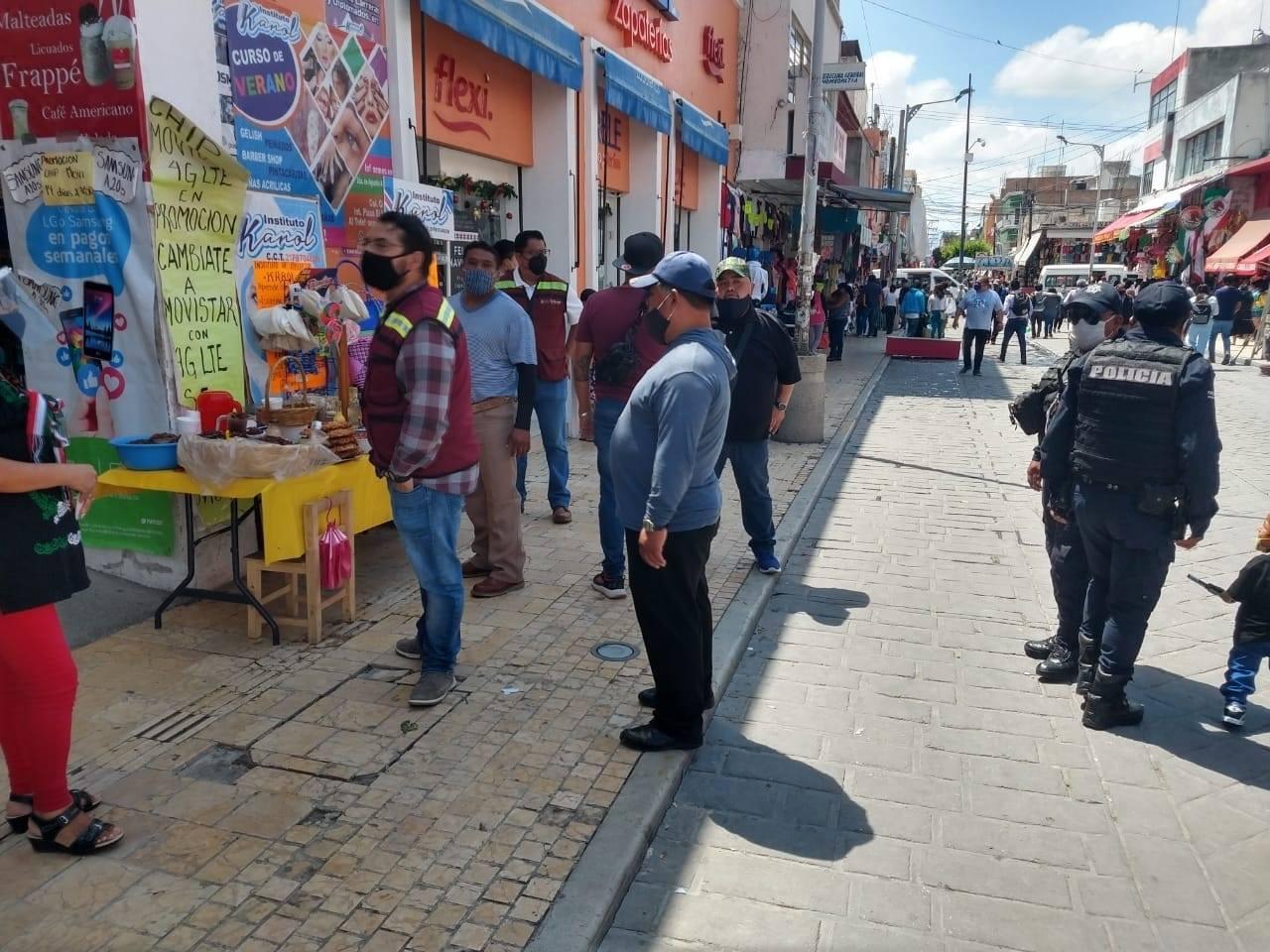 Retiran a ambulantes en Tehuacán por quejas de comercio establecido