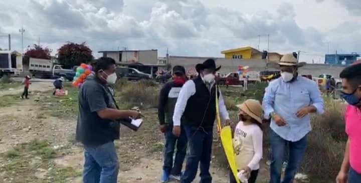 En plena contingencia alcalde de los Reyes de Juárez invita a evento de Papalotes