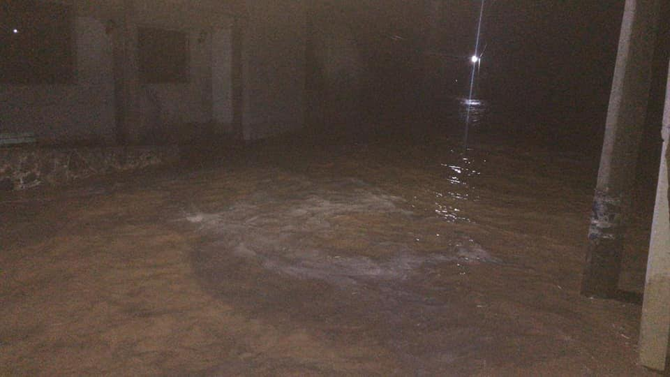 Se desborda el río de Tetelcingo en Acatlán de Osorio