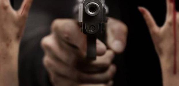 Lo asesinan en su casa en la colonia Miguel Hidalgo; su esposa está grave