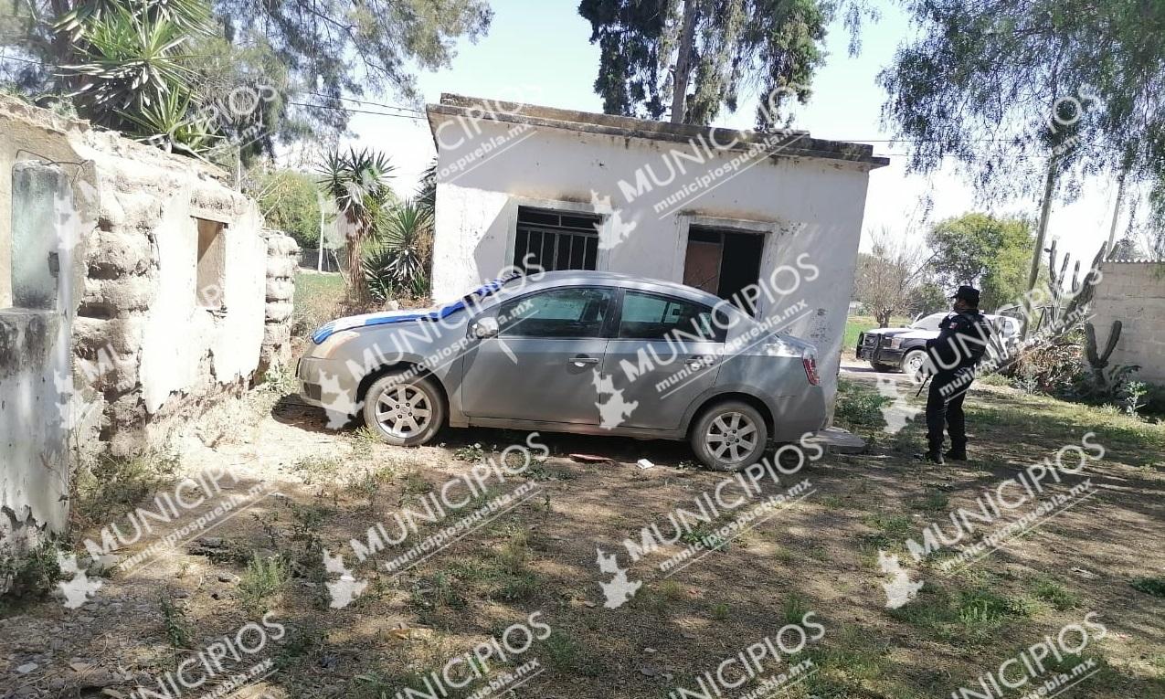 A punta de pistola, la despojan de su vehículo en Tecamachalco