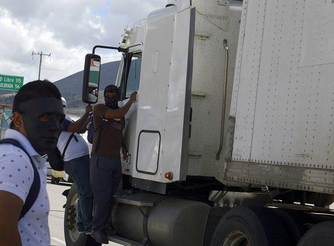 Federales matan a ladrón de tráiler tras balacera en la carretera El Seco-Azumbilla