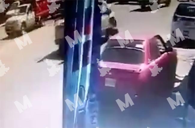 VIDEO Así se roban un Tsuru en el centro de Tecamachalco