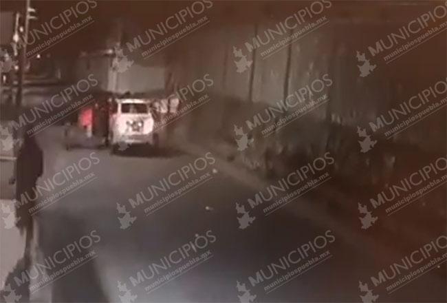 VIDEO Así encañonan y roban autos en calles de Tecamachalco