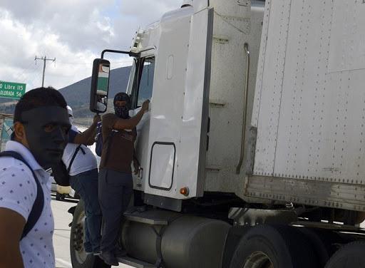 Acusan a comandante de la FGE de tener nexos con bandas que roban tráileres en Puebla