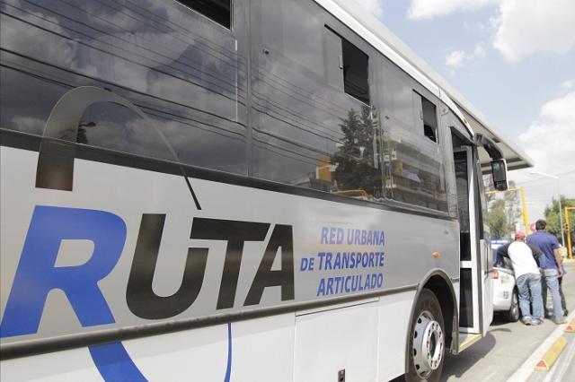 Unidad de RUTA embiste a una mujer en Puebla