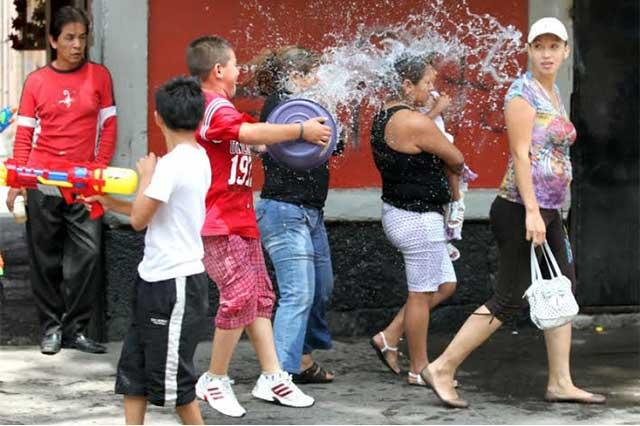 Multas por desperdiciar agua el Sábado de Gloria en Texmelucan