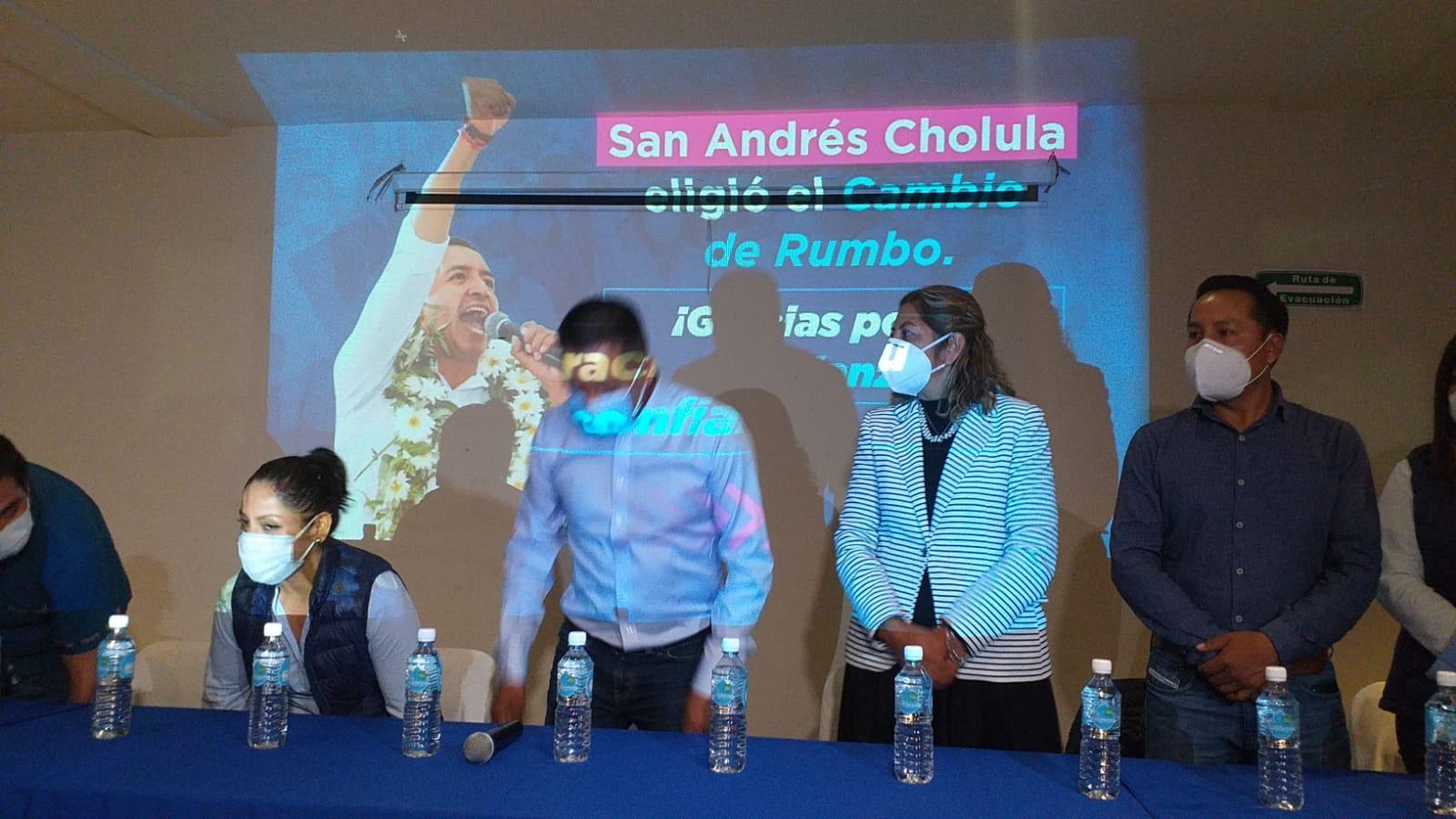 Edmundo Tlatehui se declara ganador en San Andrés Cholula