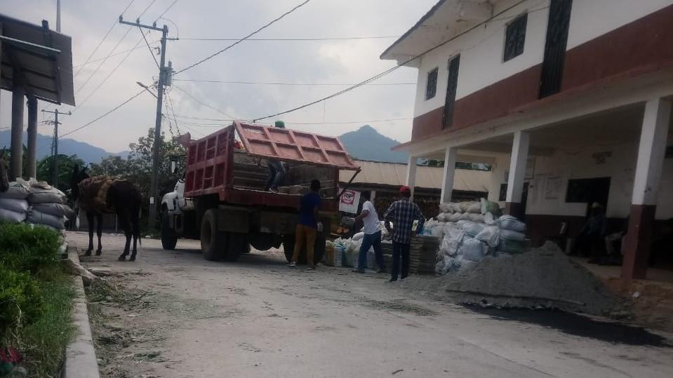 Acusan a candidata a la alcaldía de Tepatlán de entregar apoyos durante veda electoral