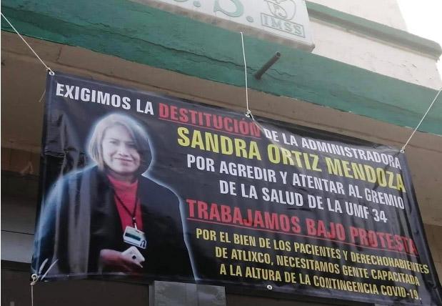 Protestan trabajadores del IMSS Atlixco contra nueva administradora