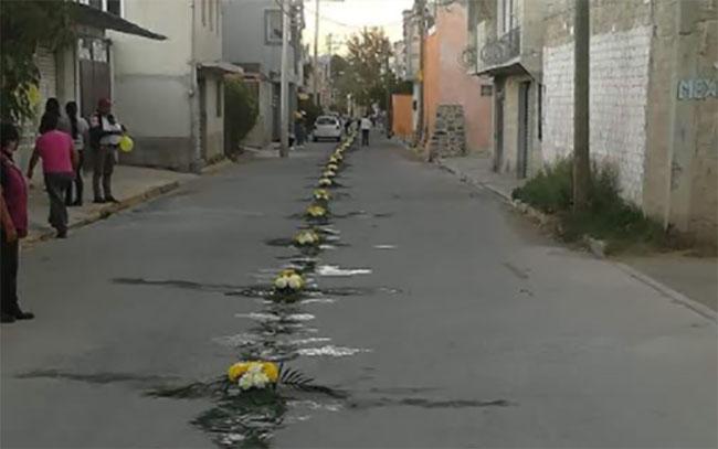 Santísimo recorre calles de Tlanalapan en Texmelucan