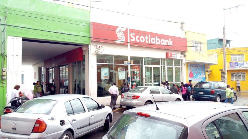 Asaltan Scotiabank en Texmelucan; ladrones huyen con 80 mil pesos