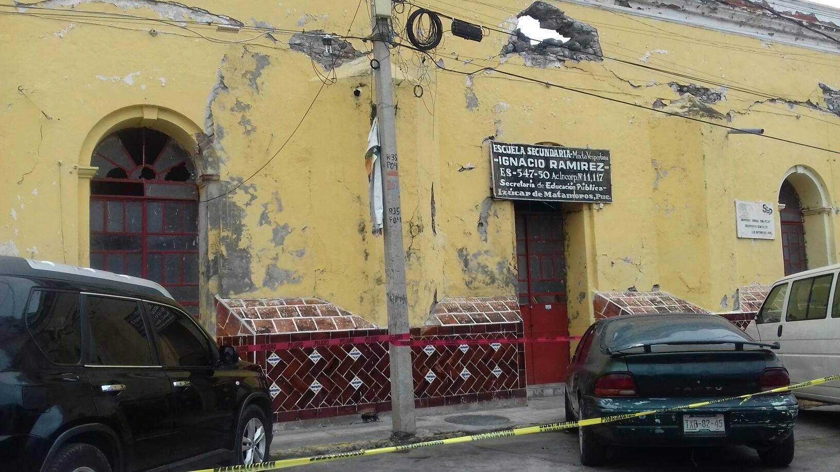 Descubren cadáver frente a escuela en Izúcar de Matamoros