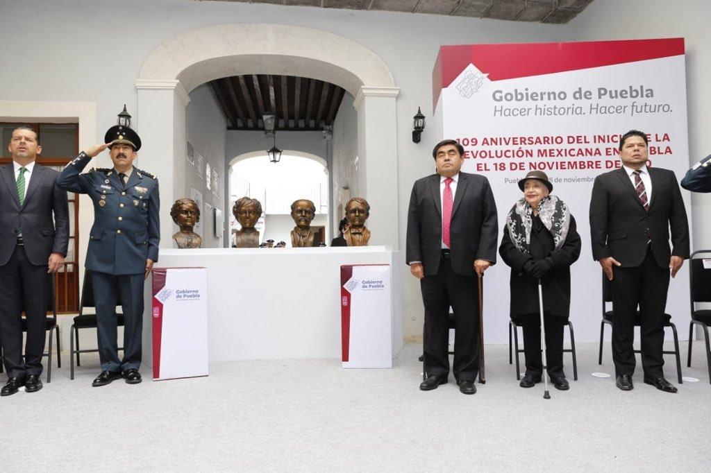 Barbosa encabeza ceremonia del aniversario del inicio de la Revolución