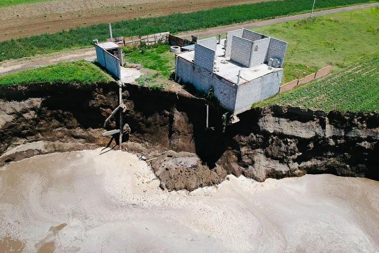 Si extracción de agua provocó socavón, clausurarán empresas: MBH