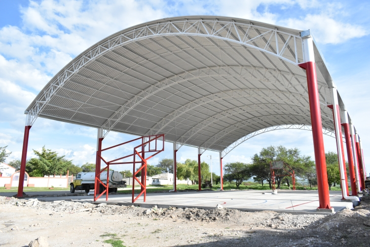 Construye alcaldía de Ixcaquixtla obras deportivas