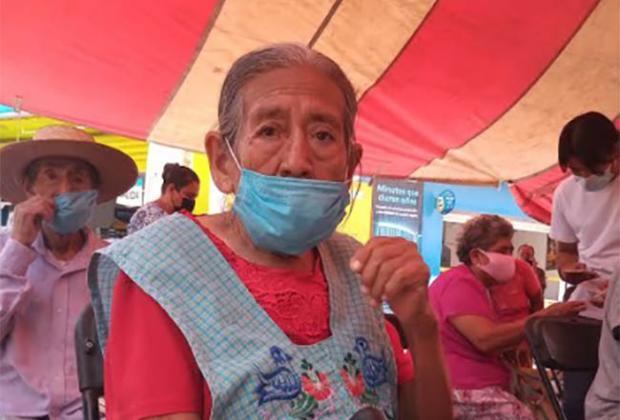 Abuelitos de Izúcar reclaman segunda dosis de vacuna Covid