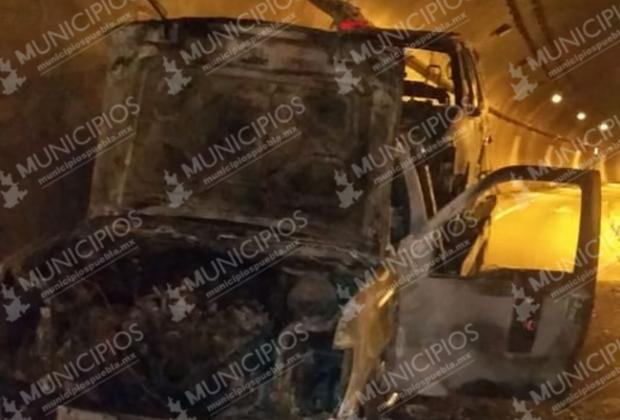 Se calcinan tres vehículos en la carretera México-Tuxpan