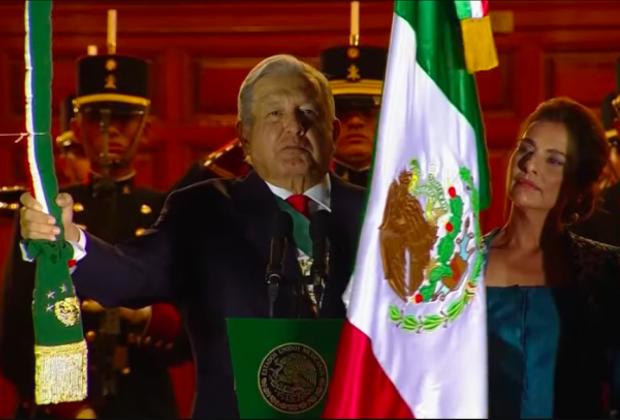 VIDEO Sin público, AMLO da el Grito desde Palacio Nacional