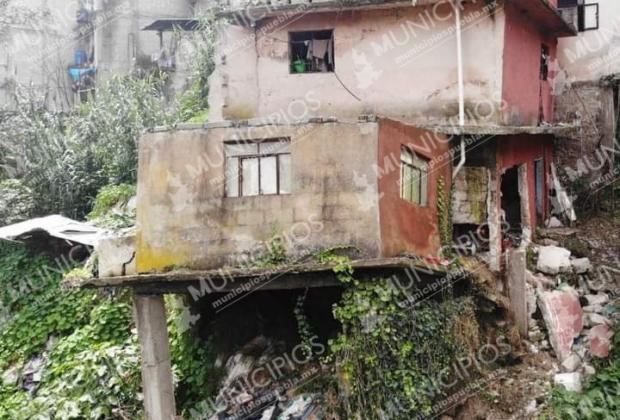 Familia sobrevive a deslave en Teziutlán