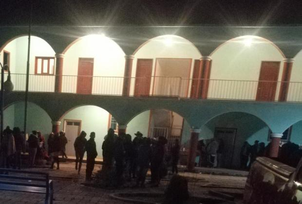Pagan 50 mil pesos a pobladores para liberar a director de Seguridad en Coyomeapan