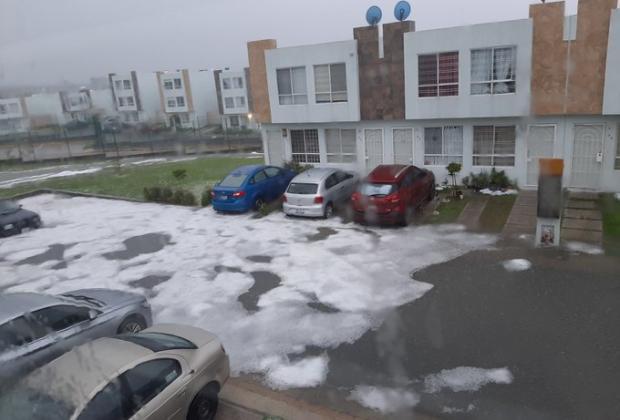 VIDEO No aguantan nada, lluvia y granizo asusta a los poblanos