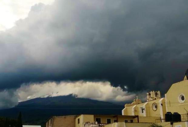 Tormenta destruye cultivos cerca del Popo en Atlixco