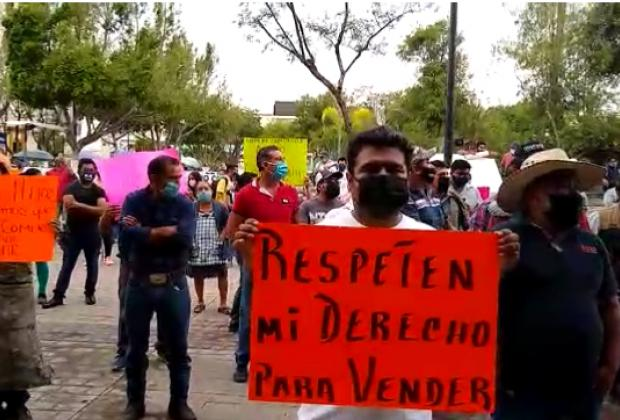 VIDEO Se manifiestan comerciantes del tianguis La Purísima en Tehuacán