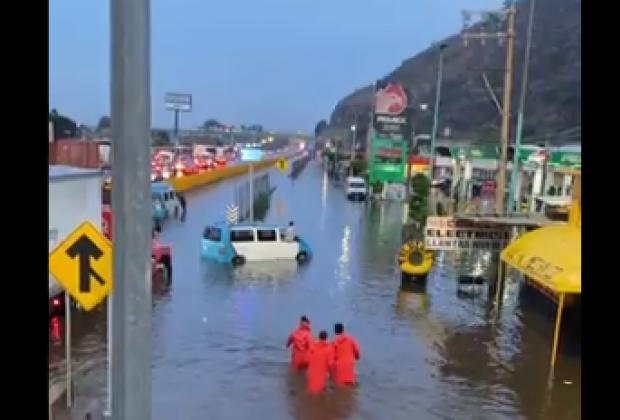 VIDEO Precaución: Se inunda la autopista México-Puebla