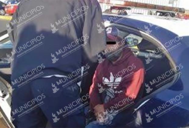 Por problemas familiares joven ebrio se quiso aventar del distribuidor Juárez-Serdán