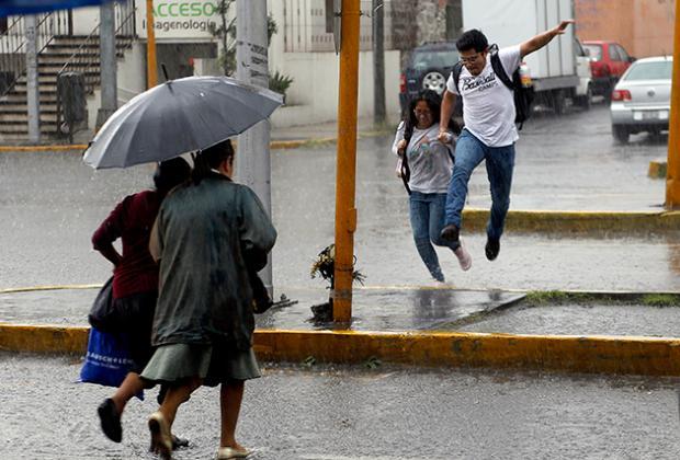 Lluvia desborda Río Rabanillo e inunda zona conurbada de Puebla