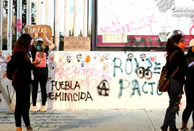 VIDEO Trabajadores del Ayuntamiento de Puebla, responsables de daños a inmuebles en marcha 8M: Segob
