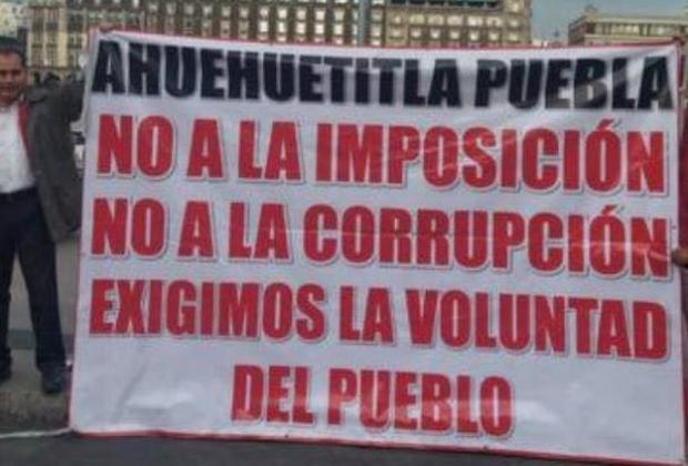 Pobladores de Ahuehuetitla protestan en Palacio Nacional