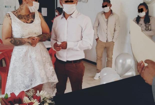 Se casa Reina del Sur con ex policía de Cuautlancingo en penal de Serdán