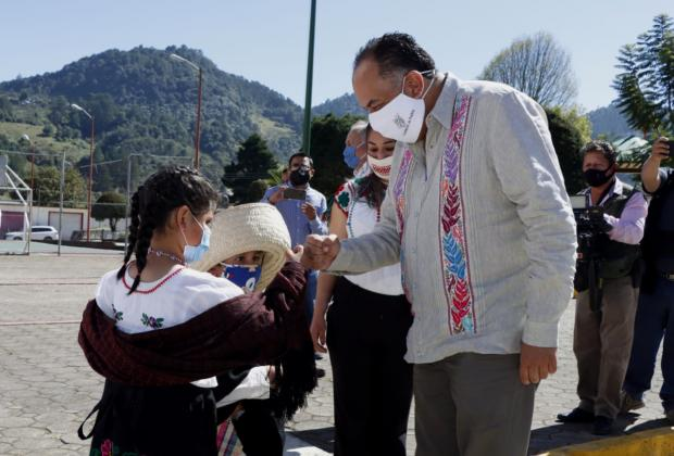 Méndez Márquez se reúne con descendientes de héroes de Xochiapulco
