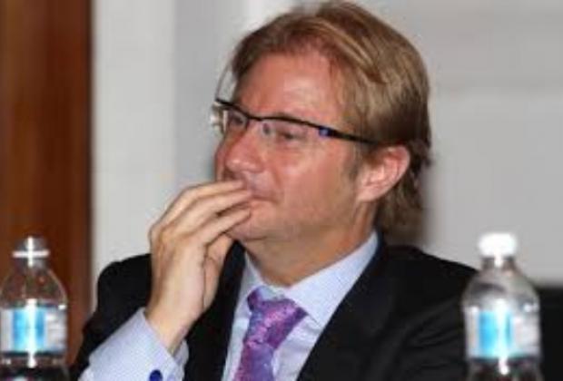 Reúne organización 61 denuncias contra Andrés Roemer por violencia sexual