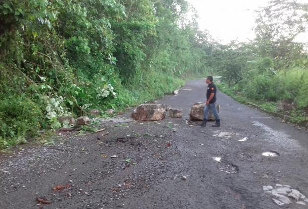 Lluvias provocan deslizamientos y derrumbes en Xicotepec