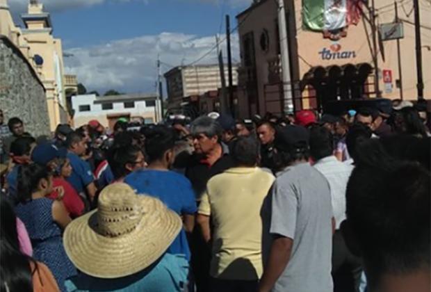 Vecinos en Tonantzintla atrapan a ladrón e intentan lincharlo