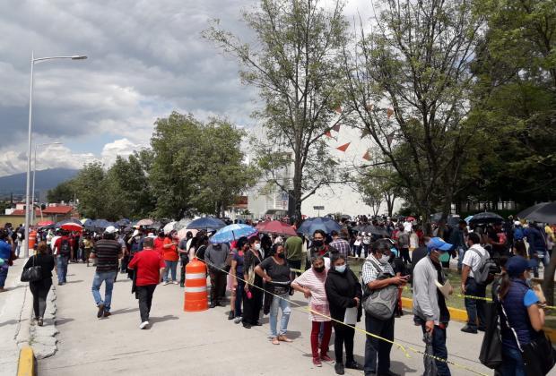 Caos: Tardan 5 horas para ser vacunados en el Centro Expositor