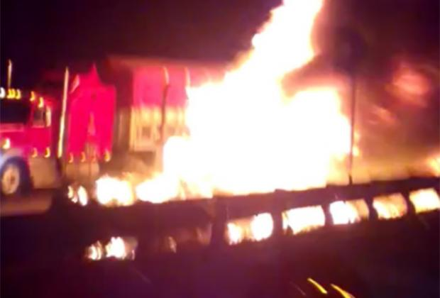VIDEO Se incinera tráiler tras accidente en Arco Norte rumbo a Texmelucan