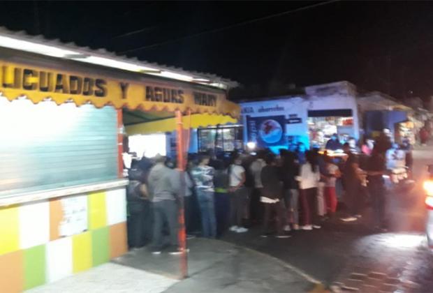 Casi se lían a golpes ambulantes y autoridades de Atlixco